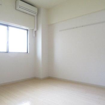 寝室には十分の大きさです(※写真は1階の同間取り別部屋のものです)