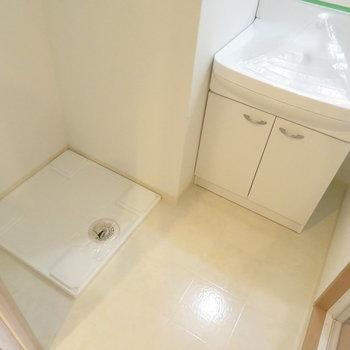 洗面脱衣所も完備(※写真は8階の反転間取り別部屋のものです)