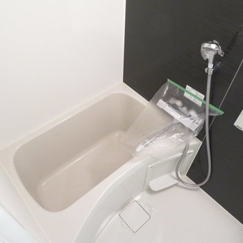 お風呂もとっても綺麗です(※写真は8階の反転間取り別部屋のものです)
