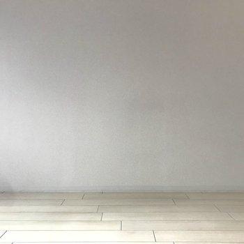 壁も床も明るく明るくっ!(※写真は5階の同間取り別部屋のものです)