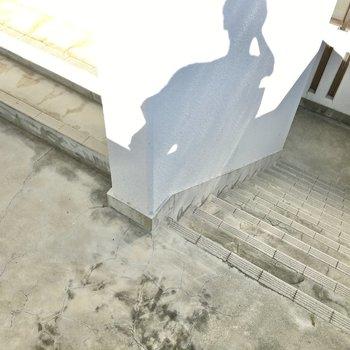 共用部】お部屋まではこの階段。