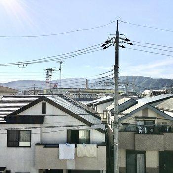 奥には六甲山が見えますよ。