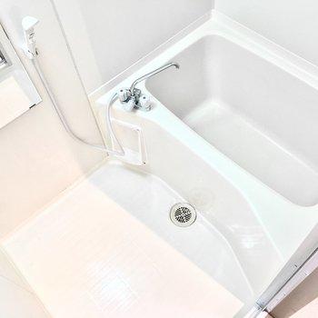 お風呂も清潔感があっていいですね◎