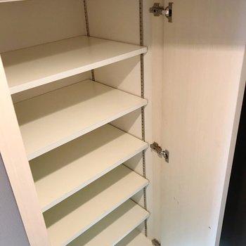 可動棚で収納しやすい◎たくさん入りそうです。