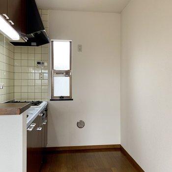 【LDK】冷蔵庫は後ろへ置けます。