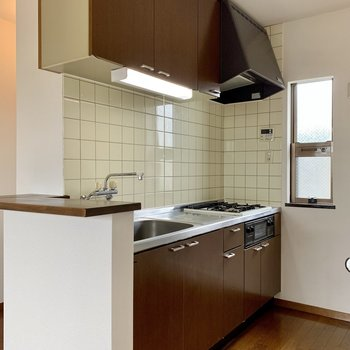 【LDK】キッチン上下には調理器具がしっかり仕舞えます。
