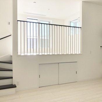 【LDK】洋室はステップの上にあるんですね〜。