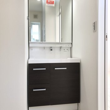 洗面台も広く使いやすい。