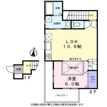 お部屋は2階に。間取り図からはなかなか想像しづらいデザインのお部屋ですよ。