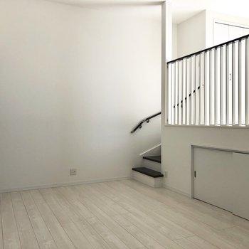 【LDK】反対側。家具もモダンなデザインで揃えたいですね。