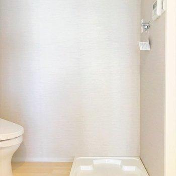 トイレの前に洗濯機を置きます。