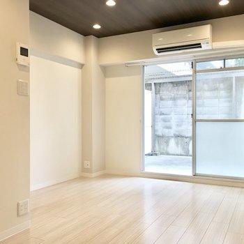 清潔感のある白ベースの空間。
