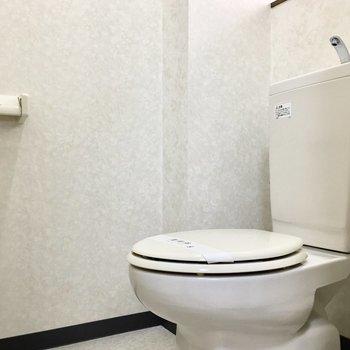 トイレも窓付きで明るい空間。