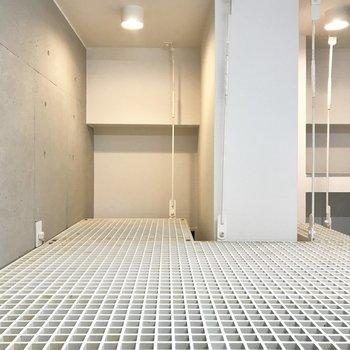 驚きの金網!収納スペースにするには惜しい気持ち。