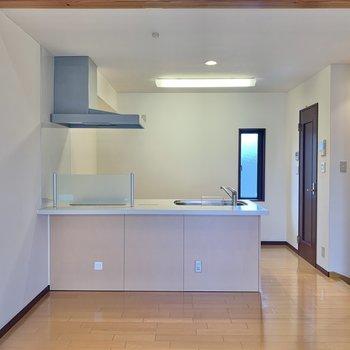 【LDK】ダイニングテーブルを置こうかなぁ。(※写真は1階の反転間取り別部屋のものです)