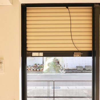 窓はシャッター付きなので防犯性を高めることもできます。