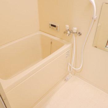 お風呂は追い焚き付きでゆったり休めるように。