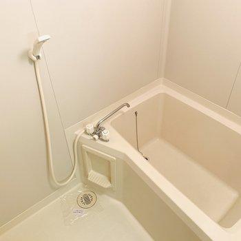 浴槽が深めなので方までしっかり使って温まりたい。