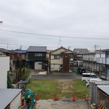 春日井駅周辺の住宅街の中にあります。