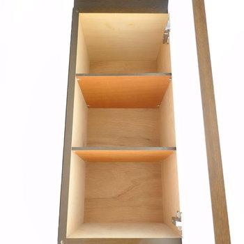 靴箱に上にも、更に収納が!ここにはあまり持ち出さないものをしまっておこう。