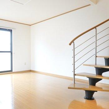 か、階段だー!てことは2階もあるってことだよね。