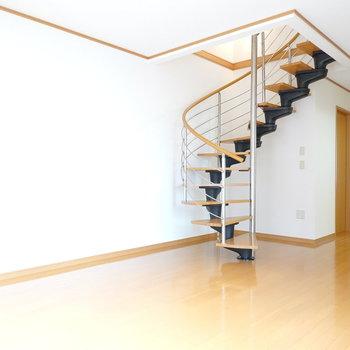 階段もあるし、広いから、その広さを存分に活かした家具配置をしなきゃね。