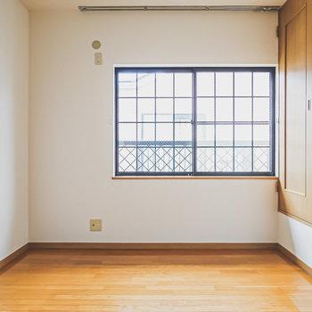 【洋北】格子状の窓がカワイイ空間。個人のお部屋や、子ども部屋に。