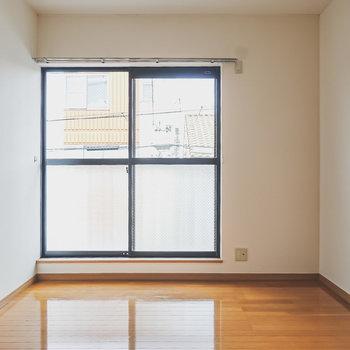 【洋南】窓から明るい陽が差し込むので、寝室にピッタリ!