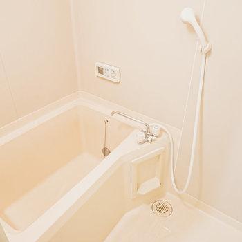 お風呂は追い焚き機能付き。最後に入る人も温かく入れる!