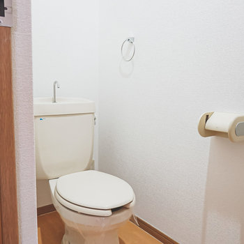 おトイレはシンプルですが、綺麗で清潔にされていました。