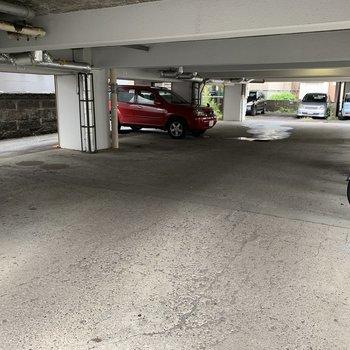 駐車場ピロティ空きあります!