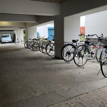 駐輪場は駐車場の一画