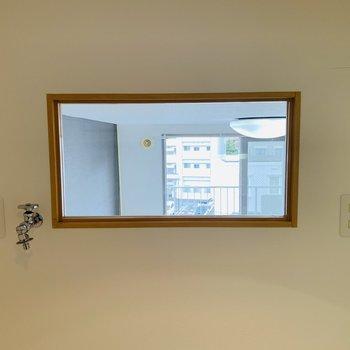 台所の後ろには小窓があって採光がとれています