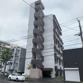 7階建て 1階は駐車場空きあります