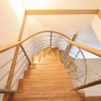 ぐるぐる階段の先に