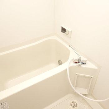シンプルなお風呂ですが、追い焚き付きで長風呂もどんと来い!