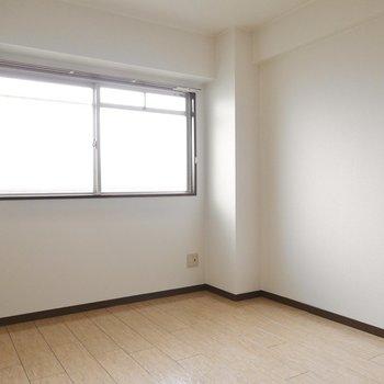 こちらは5帖。子ども部屋や趣味の部屋、はたまたもう一つの寝室にも。