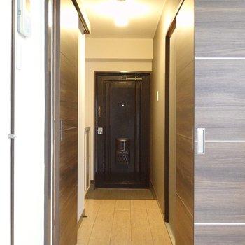 廊下側の洋室も見てみましょう。