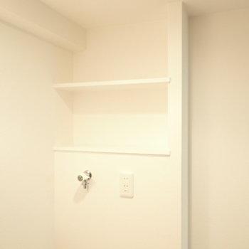 洗濯機上には、洗剤置き場がありますよ。