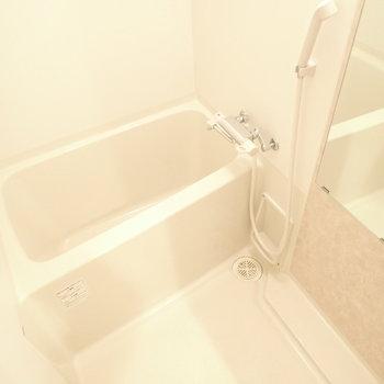 純白のバスルーム。気持ちも純白にしましょう!