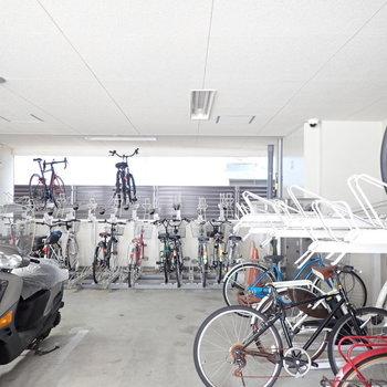 共用部】自転車置場は建物の下でした。