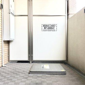 バルコニーは幅広サイズでゆったりと。※写真は6階の同転間取り別部屋のものです