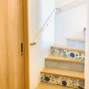 バスルームからお部屋につづく階段はこんな感じ