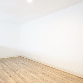 ロフトは結構広々してます! 寝室や趣味の部屋など、何かに没頭する空間にしたい。(※写真は1階の反転間取り別部屋のものです)