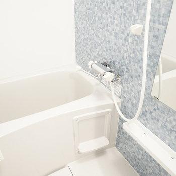 タイルのような、大理石のような、そんな壁のお風呂で安らぐ。