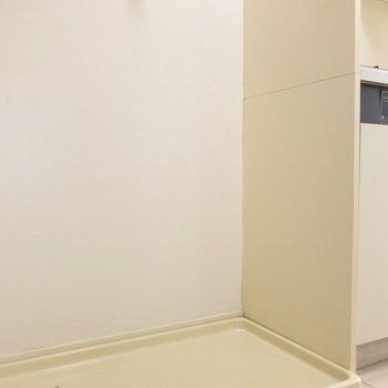 キッチン横には、洗濯機置き場が