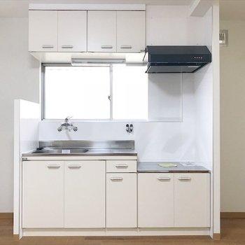 冷蔵庫と食器棚が両サイドに置けそう◎