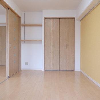 寝室。収納もgood※写真は2階同間取り・別部屋のものです。