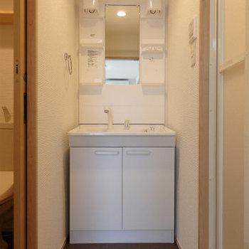 もちろん独立洗面台です※写真は2階同間取り・別部屋のものです。