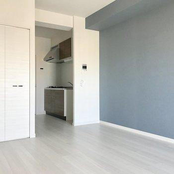 キッチンスペース、しっかり分けられてるでしょ?(※写真は同間取り13階のものです)